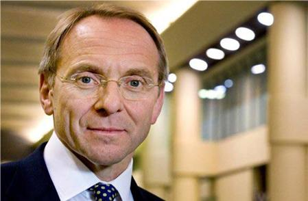 Head and shoulders of John Manzoni